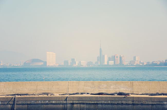 能古島から見た百道浜(福岡市)