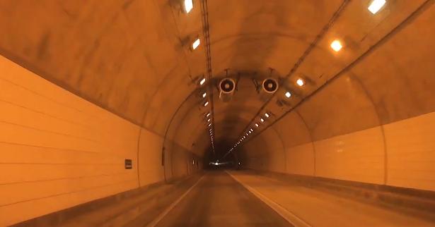 東脊振トンネル「さざんかロード」