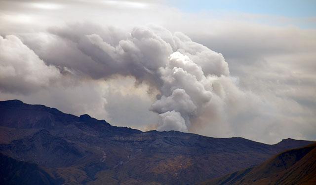 阿蘇中岳の噴火続く
