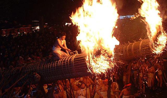 日本三大火祭りの一つ「大善寺玉垂宮の鬼夜」