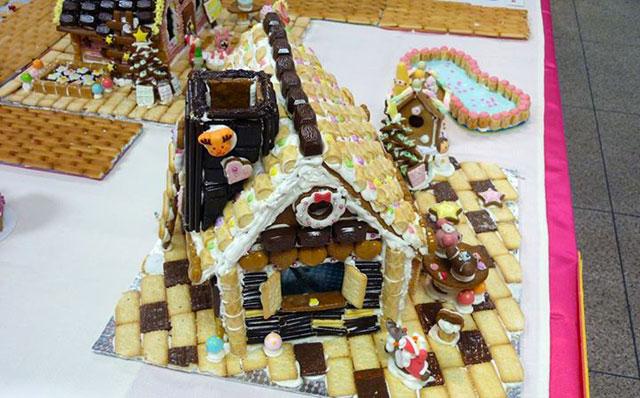 小倉城の天守閣で「お菓子の家」期間限定で展示中