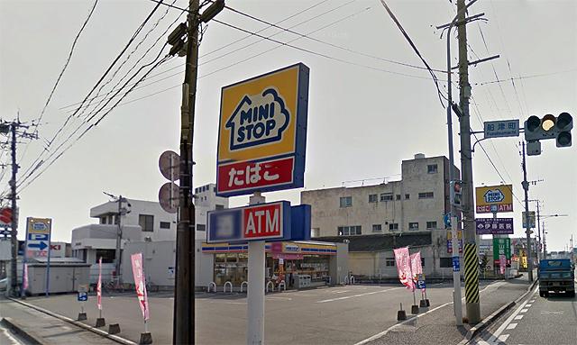 大牟田市のコンビニで客の女性をはねて店内に突っ込む