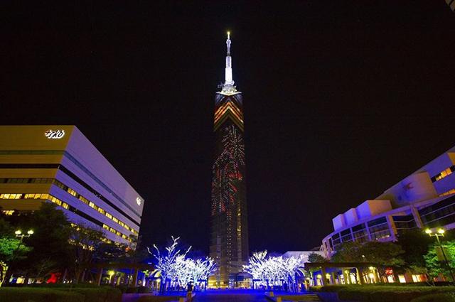 福岡タワーに花火のイルミネーション 時間限定で点灯