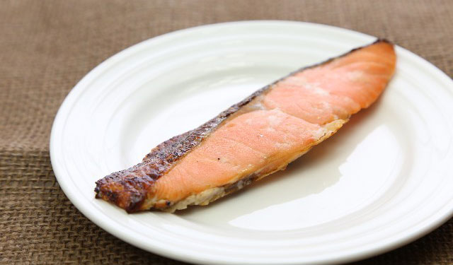 鮭の読みは「サケ」か「シャケ」か・・・