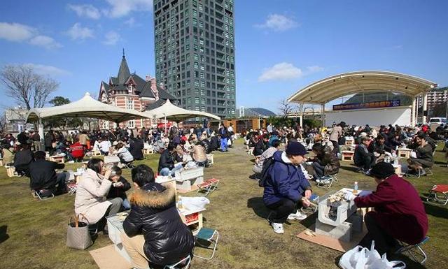 門司港レトロ「第10回豊前海一粒かき」のかき焼き祭り