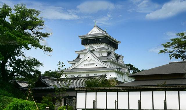 無料で2000人分を振る舞う「小倉城おしるこ会」