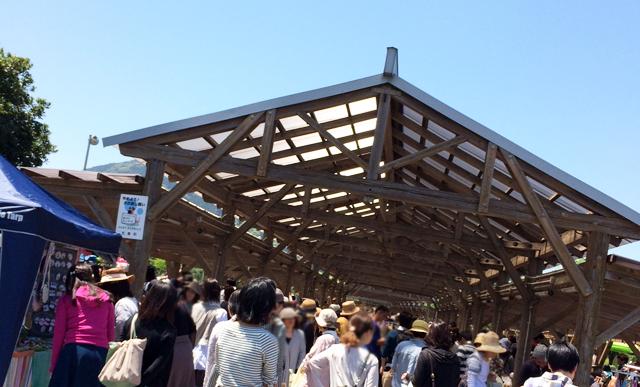 志摩中央公園内プロムナードで「糸島ハンドメイドカーニバル2017」