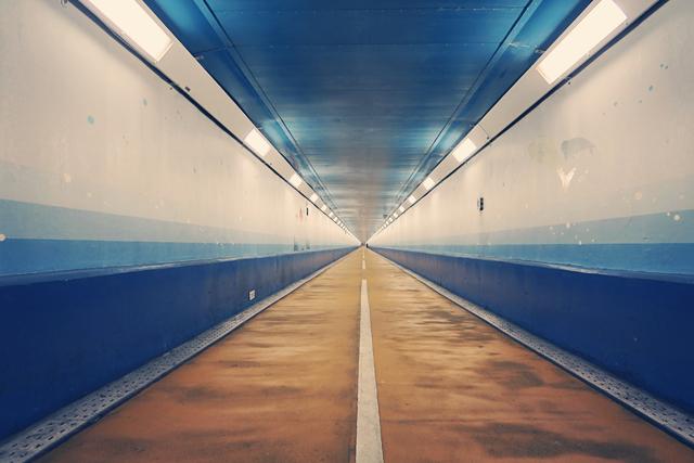 関門トンネル人道、海峡を徒歩で下関へ