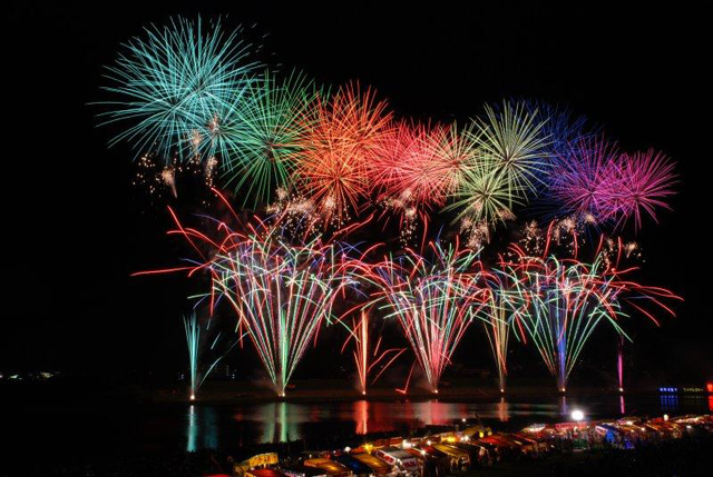日本最長の歴史、西日本最大級「第359回 筑後川花火大会」同時に2箇所から18000発