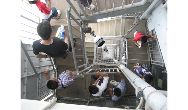 福岡タワーで「第55回 超ウルトラ階段のぼり大会」開催