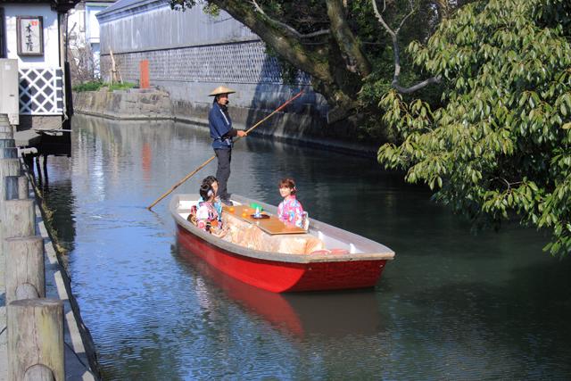 柳川の「こたつ舟」運行中  来年2月28日まで