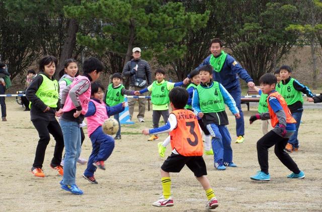 海の中道海浜公園でアビスパ福岡の選手とサッカー体験