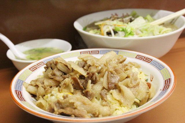 肉やきめしが圧巻!あの福岡で話題の番組【福岡人志】で絶賛された中華料理店「娘娘」は九州が誇る男メシの聖地だ