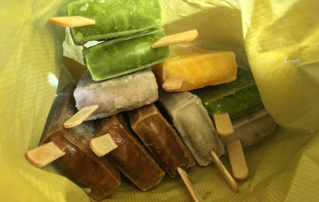 1本50円「かどや食堂(美野島)」のアイスキャンディー販売中