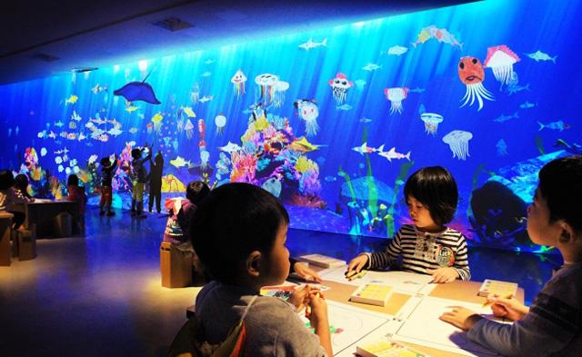 お絵かき水族館 / Sketch Aquarium teamLab, 2013-, Interactive Digital Installation, Sound: Hideaki Takahashi, teamLab