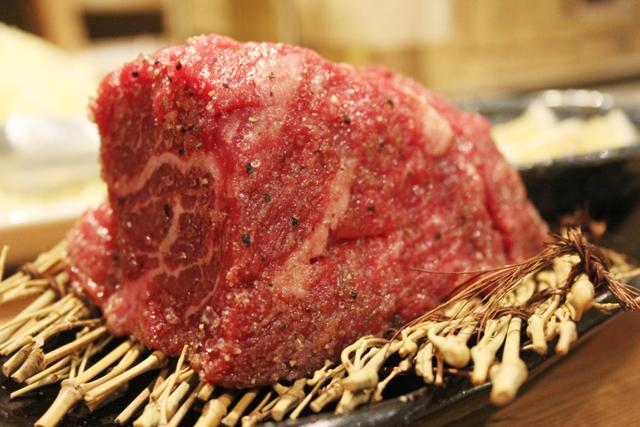 分厚すぎる牛タンと5種タワー盛りが原価とは…!福岡で見つけた穴場焼肉「猛伸」が素晴らしすぎる