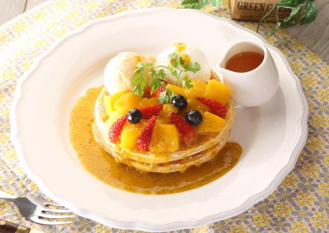 クア・アイナから『マンゴーとマスカルポーネのパンケーキ』期間限定発売
