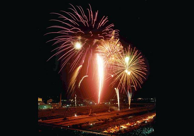 仕掛け花火の規模は西日本最大級!第97回遠賀川川開き「飯塚納涼花火大会」8月開催!