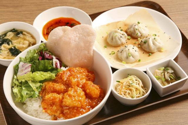 海老チリ丼定食 980円