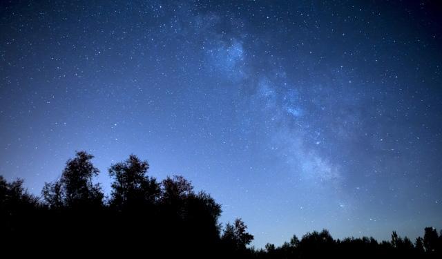 「ペルセウス座流星群」が8月13日未明に極大に!