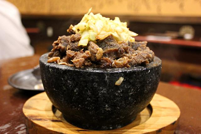 「羊肉の石焼」はマトンの旨味が爆発!モンゴル料理の美味しさを博多「オルドス家」で改めて知った