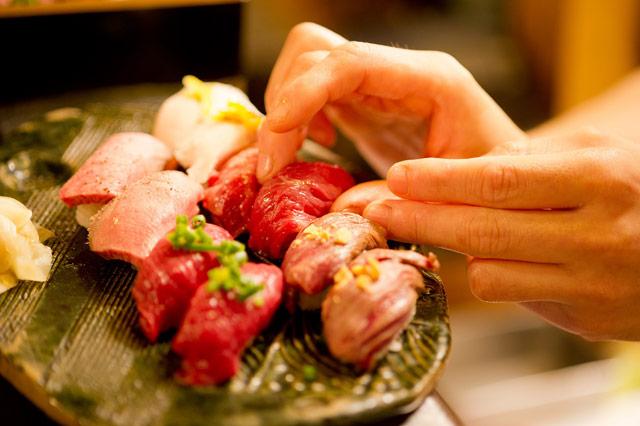 寿司屋×酒場『肉寿司』が九州エリア初進出!