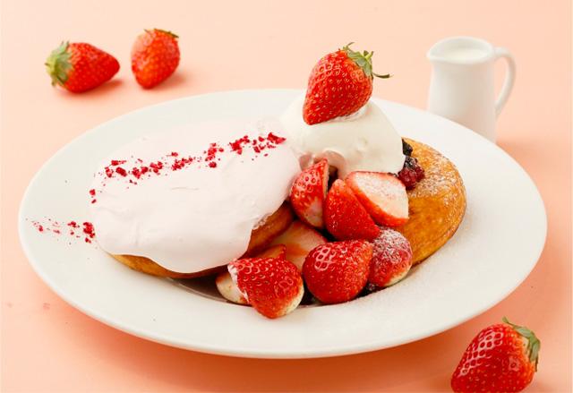 あまおうとふわっとストロベリームースのパンケーキ