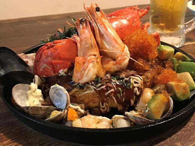 ホタテやムール貝、さらにはオマール海老まで…!ハンパじゃない海鮮お好み焼きを福岡で見つけてしまった
