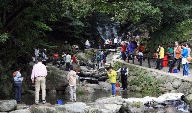 白糸の滝 ふれあいの里「やまめ釣り祭り」4月27日~5月6日開催