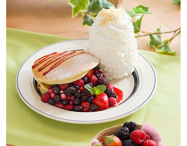 エッグスンシングスからGW限定の『クインタプルベリーパンケーキ』販売へ