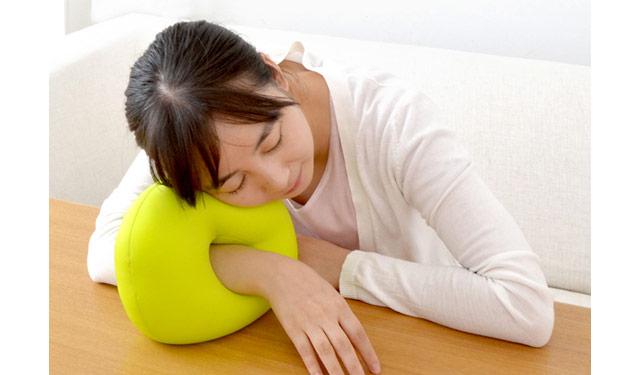 ドーナツ型お昼寝用枕「おひるね MOGU」発売へ