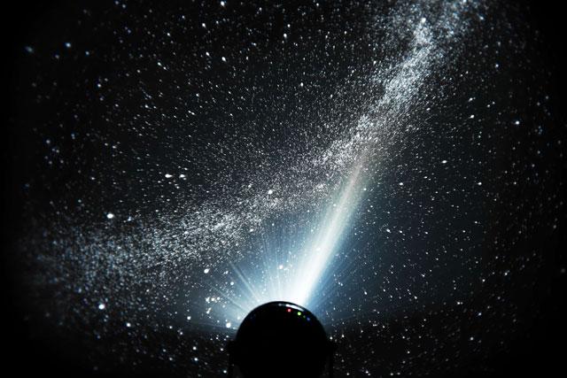 セガトイズからブラック系のカラーを表現した「家庭用プラネタリウムの最高峰」発売へ