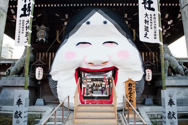 """高さ約5メートルの日本一巨大な""""お多福面"""" 櫛田神社で「節分大祭」開催"""