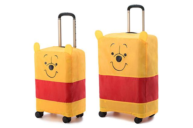 スーツケースをすっぽりと覆う付属カバーにもプーさん