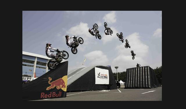 フリースタイル・モトクロスバイク ビッグジャンプショー「FMX SHOWCASE!!」