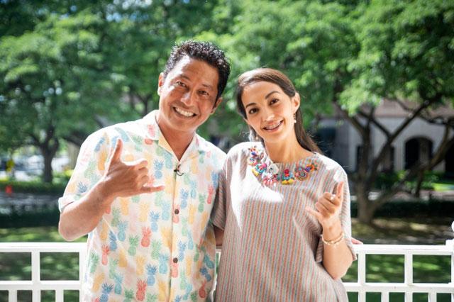 ウクレレアーティストのジョディ・カミサトさんとホノカさん