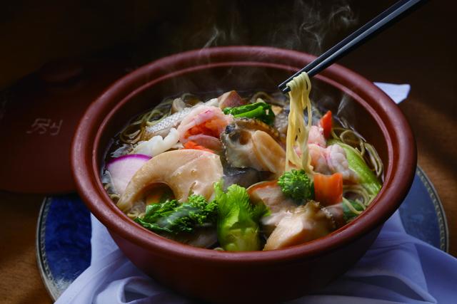 西鉄グランドホテル 中国料理「桃林」から高級食材をふんだんに使った「至高のラーメン」登場!