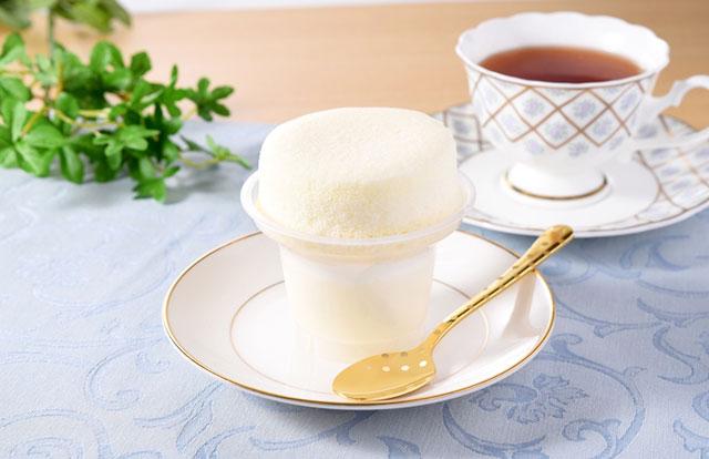 ファミマのスフレ・プリンに「まっ白なミルク味」新発売へ