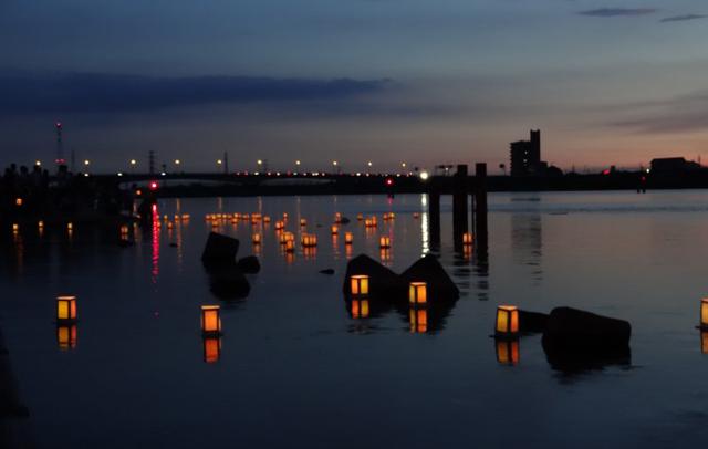 4色の灯籠約3000個「久留米流し灯籠」8月15日