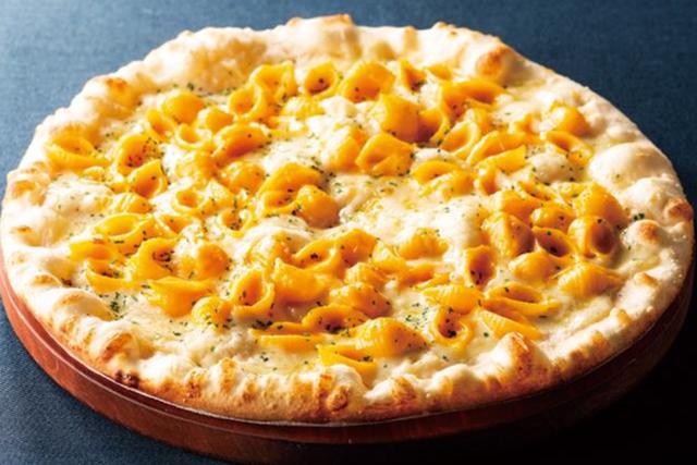 シェーキーズ 夏のバイキングメニュー 8月の月替わりピザは 「マカロニチーズピザ」が初登場!