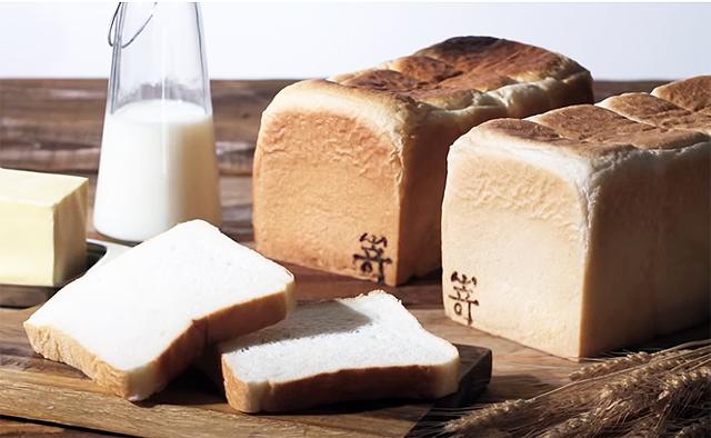 JR九州博多駅構内に『高級食パン専門店 嵜本』オープン!