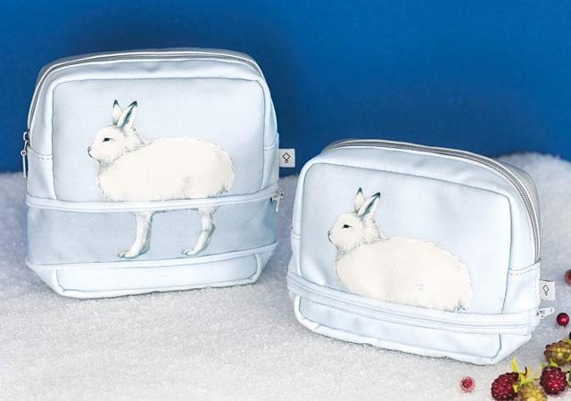 フェリシモから「ホッキョクウサギの足が伸びるポーチ」登場