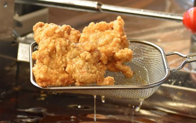 肉汁がジューシーでザクザクした食感「唐揚げ専門 たか田商店 八女インター店」オープン