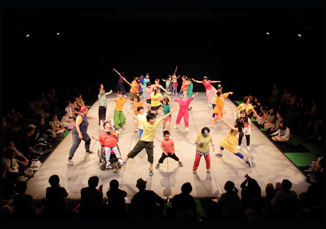 レインボードロップス ダンス公演「こんなにも、家族」カラフルでいろんな個性があふれる3年半ぶりの新作ダンス公演!