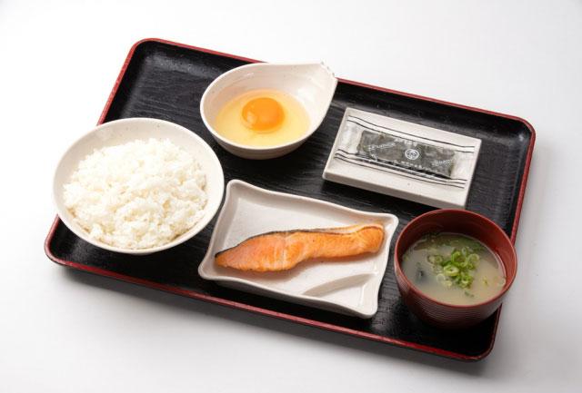 「朝定食・鮭」(520円)
