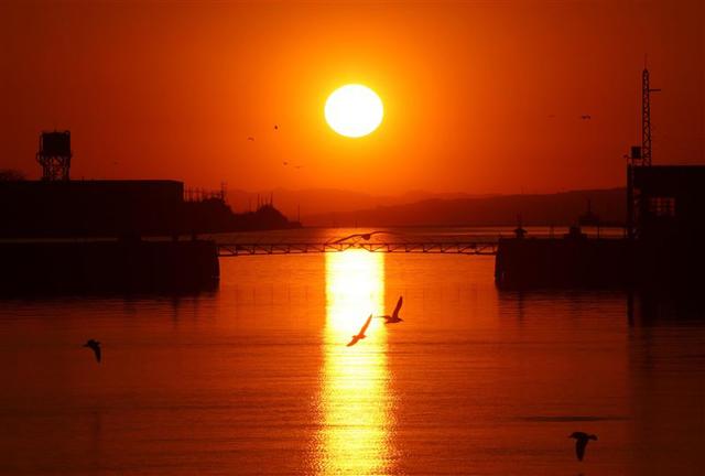 世界遺産の三池港から見える絶景「光の航路」三池港展望所の見学時間を日没まで延長!