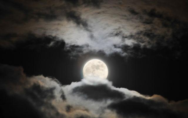 11日(土)は2020年最初の満月、早朝は半影月食も