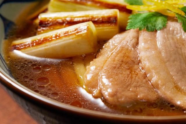 丸亀製麺の冬の定番『鴨すき焼きうどん』と『鴨ねぎうどん』発売へ