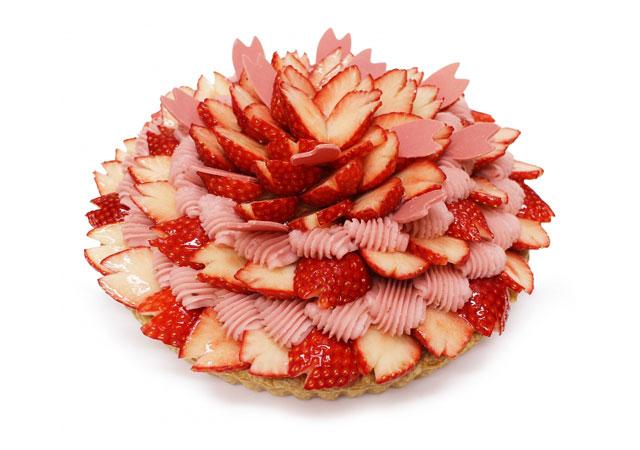 カフェコムサから甘酸っぱい旬のいちごをふんだんに使用したケーキ2種発売へ
