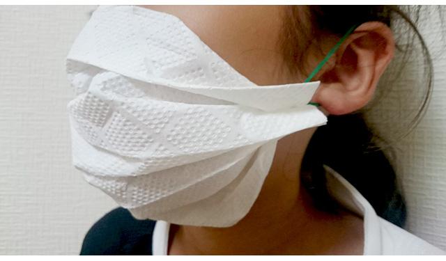 キッチンペーパーで作る「使い捨て簡易マスク」(警視庁災害対策課考案)